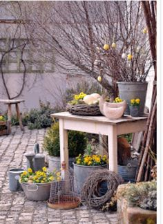 Hof 9 You are in the right place about spring garden planting Here we offer you the most beautiful p Garden Deco, Garden Art, Garden Design, Rustic Gardens, Outdoor Gardens, Shabby Chic Patio, Spring Decoration, Diy Decoration, Deco Champetre