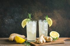10 Fat Burning Drinks Before Bed - onefiy Jugo Natural, Salud Natural, Mint Water, Lemon Water, Best Food Processor, Food Processor Recipes, Effects Of Ginger, Vegetable Slice, Post Workout Drink