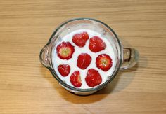 Blending Strawberry and Kiwi Smoothie for an excellent Smoothie!