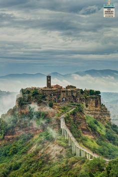"""Craco  è un comune di quasi 800 abitanti in  provincia di Matera, diventato un """"paese fantasma"""""""