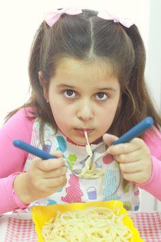 Un estudió encontró que los niños que consumen más sal, son más propensos a tomar bebidas azucaradas. Lee más aquí http://www.babypants.com.mx/?p=921