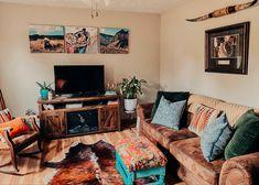 Western Living Rooms, Western Bedroom Decor, Home Decor Bedroom, Home Living Room, Living Room Decor, Western House Decor, Ranch Home Decor, Ranch Style Decor, Vintage Western Decor
