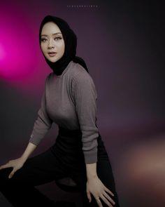 Perfect Model, Niqab, Muslim Women, Hijab Fashion, Stylists, Illustration Art, Turtle Neck, Type, Sweaters