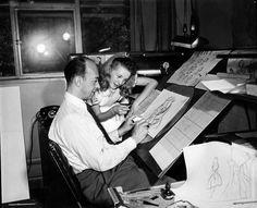 Estas imágenes corresponden a la producción de este cuento en 1951 y muestran a la modelo Kathryn Beaumont en plena sesión de dibujo. Vale indicar que Beaumont también puso su voz para este personaje al igual que lo hizo para dar vida a Wendy en Peter Pan (1953).