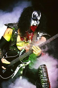 Gene Simmons - The Demon, one of the most outrageous stage persona's Rock And Roll Bands, Rock N Roll, Heavy Metal, Banda Kiss, Broly Ssj3, Gene Simmons Kiss, Kiss Concert, Vinnie Vincent, Eric Carr