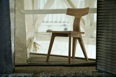 """Sturdy wooden """"Fin Chair"""" of the collection of the British designer Matthew Hilton"""