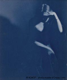 Paul Haviland Florence Peterson assise entre 1909 et 1910 cyanotype H. 0.254 ; L. 0.203 musée d'Orsay, Paris, France