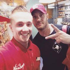 fan pic di oggi 31/10/2016 Today I met Tom Hardy - the most friendliest guy ever ! Absolute lad https://www.instagram.com/p/BMO2KptBYQv/?taken-by=henryc1994 … #tomhardy
