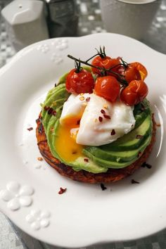 Sweet potato rosti, avocado & poached egg Français This is a delicious dish for brunch that is full of sweet, savoury and spicy flavours. The rosti is a welcome change from carbs and bread. Very easy to make, it will look very impressive a… Brunch Recipes, Breakfast Recipes, Breakfast Ideas, Breakfast Nook, Appetizer Recipes, Sweet Potato Rosti, Potato Hash, Cooking Recipes, Healthy Recipes