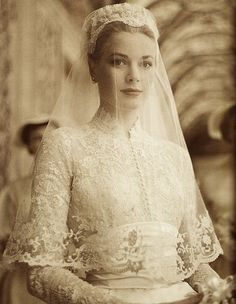 April American actress Grace Kelly marries Prince Rainier of Monaco. Photo: Princess Grace in her wedding dress, a gift from the MGM studio, designed by Academy Award Winning Costumer Helen Rose. Helen Rose, Celebrity Wedding Dresses, Celebrity Weddings, Royal Wedding Dresses, Bridal Dresses, Princesa Grace Kelly, Grace Kelly Wedding, Grace Kelly Style, Kate Middleton Wedding Dress