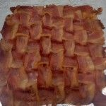 bacon weave pizza crust Cooking for ten minutes at 400 degrees Then add toppings and bake another 10