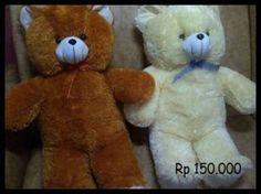 Kami menjual aneka boneka dari berbagai ukuran, dari yang sedang sampai yang sangat besar. silakan dicek…    Boneka besar  TeddyBear 1 meter Coklat, Kode : BB-coklat  Boneka besar  TeddyBear 1 meter Putih, Kode : BB-Putih