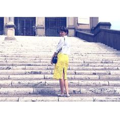 fashion yellow skirt girl short hair carven paris rom rome roma stairs street style danish woman travl love trip eu. travel tips inspiration europa guide blog worldstoryliving.com
