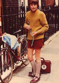 Grey School Shorts, Boy Shorts, Young Fashion, Boy Fashion, Boys Wearing Skirts, Man Skirt, Vintage Boys, Cute Boys, Retro