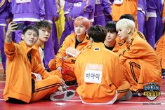 ISAC (Behind) official photos . Selfie Selfie, Selfie Time, Funny Fights, Kim Jinhwan, Ikon Debut, Jay Song, Korean Bands, Yg Entertainment, Kpop Boy