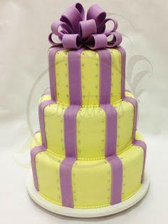 Caketutes Cake Designer: Bolo Laço Yellow and Purple cake