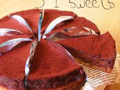チョコ好きさんに是非オススメしたいケーキです♬ 基本プレーンバージョン( •ॢ◡-ॢ)-♡ 材料も少なく、作り方もとっても簡単♡ 生チョコといっても火を通すのでプレゼントにも最適です( ´ ▽ ` ) お好きなチョコをブレンドしてオリジナルの味を作って下さい♡