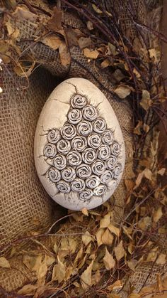 Precious Tips for Outdoor Gardens - Modern Sculpture Painting, Sculpture Clay, Ceramic Pottery, Ceramic Art, Easter 2020, Concrete Projects, Faberge Eggs, Egg Shells, Easter Eggs