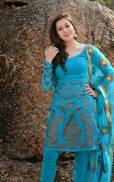 Priyal Ladies Suits Indian, Indian Girls, Iranian Women Fashion, Beautiful Suit, Stylish Girls Photos, Indian Beauty Saree, Indian Designer Wear, India Beauty