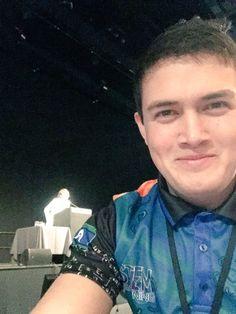 Got a selfie with @joboaler! Woo! #MTBoS #DECDjobo #educhat #mathchat @WirreandaSS https://t.co/YAK1cmmvgd