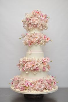 Delicate sugar flowers on a wedding cake by Sylvia Weinstock. Ms. Weinstock doesn't use fondant, which I think tastes terrible: Weinstock offer cakes that are by no means ordinary: all icing is made from butter cream; all flowers are handmade of sugar; and no fondant (a creamy sugar paste used in icings) is used on any cakes – she doesn't like the taste of it and won't impose it on her clients.