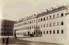 Kapisztrán (Nándor) tér, Nándor laktanya (ma Hadtörténeti Múzeum). A felvétel 1890 után készült. A kép forrását kérjük így adja meg: Fortepan / Budapest Főváros Levéltára. Levéltári jelzet: HU.BFL.XV.19.d.1.08.009