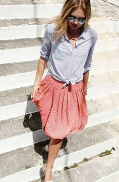 Gorgeous outfit for the weekend | Button-up woven shirt and polka dot pleated skirt