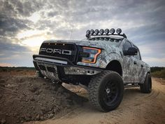 Overcoming obstacles like they aren't even there. Truck owner: Aj Consalo #ford #fordraptor #fordraptorgen2 #2017fordraptor #2018fordraptor