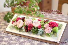 白のフレームに、ベビーピンクのオールドローズ、ラベンダーピンク・マゼンダパープルのバラ、グリーン・水色のアジサイ、エンジのリボン(MOKUBA)の多色づかい。 ❁プリザーブドフラワー ウッドフレームL :プリザーブドフラワー Azurosa