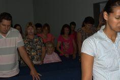 """Sob o tema """"A Paixão de Cristo é Você"""", a Semana Santa 2015 da IASD do Centro conta com uma participação muito especial: o Pastor Gilmar Batistoti, apresentador da TV Novo Tempo. E ele está aqui para mostrar o quão somos importantes para Jesus a ponto dEle nascer, viver, chorar, se entregar, sofrer, morrer, ressuscitar e voltar para nos salvar. Confira as fotos de Sábado e Domingo (29/30 de março de 2015)."""