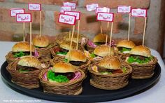 Mini hamburguinho com carne caseira. #CaptainsBuffet #Wedding #Buffet #Buzios #Lanchinhodameianoite