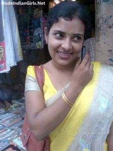 Indian Wife in Saree Removing her Saree and Husband Fingering in Pussy