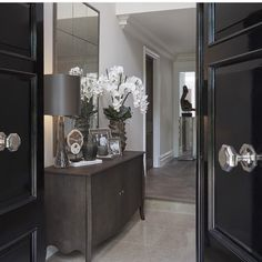A modern entryway décor is a perfect opportunity to surprise your guests. You can create a sleek design with statement pieces or you prefer a more intimate and Decor, Interior, Sophie Paterson Interiors, Modern Entryway, Modern Interior Design, Modern Hallway, Home Decor Shops, Luxury Interior, Modern Interior