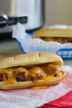 Slow Cooker Cheeseburger Meatball Sandwiches - Taste and Tell Crock Pot Slow Cooker, Crock Pot Cooking, Slow Cooker Recipes, Crockpot Recipes, Cooking Recipes, I Love Food, Good Food, Yummy Food, Wrap Sandwiches