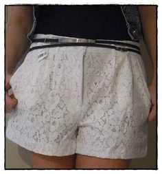 Shorts de renda!!! Mom Outfits, Skirt Outfits, Summer Outfits, Fashion Wear, Teen Fashion, Fashion Looks, Lace Outfit, Short Shirts, Girl Bottoms