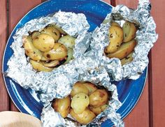 Campfire Potatoes: Foil dinners are one of my favorite camping meals. These potatoes put a more gormet spin on the old classic. Campfire Potatoes, Campfire Food, Campfire Recipes, Potatoes Grill, Potato Dishes, Potato Recipes, Herb Recipes, Veggie Dishes, Camping Meals