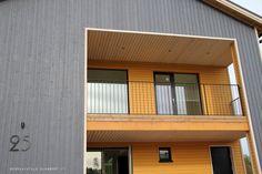 Raksablogi ja päiväkirja toisen talomme rakentamisen vaiheista. Garage Doors, Stairs, Outdoor Decor, Home Decor, Stairway, Decoration Home, Room Decor, Staircases, Home Interior Design