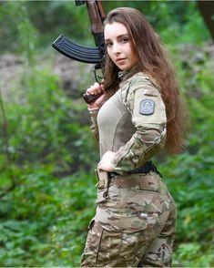 - salvisstepins - 🇷🇺 🇷🇺 🇷🇺 Russianarmy Special force foxy fox The beauty and dangerous 🇷🇺 🇷🇺 🇷🇺 repost. Idf Women, Military Women, Female Soldier, Army Soldier, Military Girl, Warrior Girl, Girls Uniforms, Cute Girls, Guns