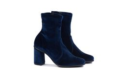 NR Rapisardi blue velvet stivaletti #nrrapisardi #bluevelvet #velvet #stretch #ankleboots #madeinitaly #veganshoes #animalfree