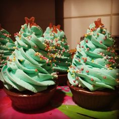 jabón cupcake! para esta navidad me propuse hacer algo creativo con jabón, y resultó esto! :P Con aceite esencial de Pino Mugo del sudtirol.