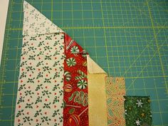 north winds quilting: Circle Wedge Tree Skirt, Part 1 Instructions on laying out fabric to use with 9 or 10 Degree Wedge ruler. Quilting Board, Quilting Tips, Quilting Tutorials, Quilting Designs, Art Quilting, Quilting Projects, Christmas Sewing, Diy Christmas Ornaments, Christmas Quilting