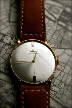 Vintage Jaeger LeCoultre Men's 18K Solid Gold Bauhaus Dress Watch. #Classic