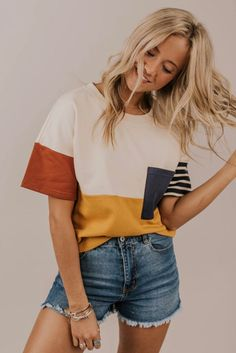 Simple Tee Shirt Outfits For Women. Cute and Casual Outfit Ins… Basic Pocket Tee. Simple Tee Shirt Outfits For Women. Cute and Casual Outfit Inspiration. Mode Outfits, Fashion Outfits, Womens Fashion, T Shirt Outfits, Airport Outfits, Fashion Trends, Fashion Ideas, Fashion Styles, Batman Outfits