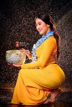 hot fit back Beautiful Girl Indian, Most Beautiful Indian Actress, Beautiful Hijab, Vrod Harley, Burmese Girls, Myanmar Women, Curvy Women Fashion, Asian Fashion, Mode Hijab