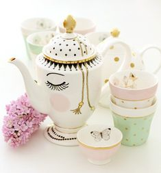 "Resembles ""Beauty and the Beast"" tea set"