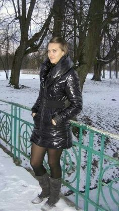 Videos and images of sexy girls wearing puffy and shiny down jackets and coats. Down Puffer Coat, Down Coat, Puffy Jacket, Sweater Jacket, Cool Jackets, Jackets For Women, Nylons, Black Down, Bronze