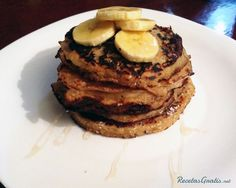 Aprende a preparar tortitas americanas de plátano y miel con esta rica y fácil receta.  Esta receta de tortitas es de origen americano y consiste en un tipo de pan...