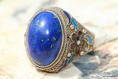 Vintage chinese Export ring that is set with denim blue lapis lazuli.