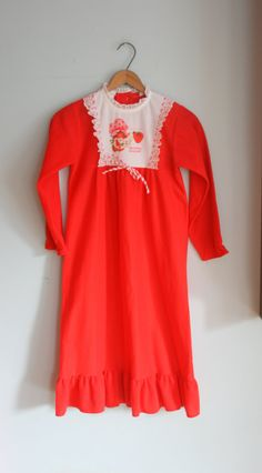 I had this night gown. It was itchy on the inside. 1980s Childhood, My Childhood Memories, Great Memories, Vintage Strawberry Shortcake, Nostalgia, 80s Kids, Night Gown, Old School, Christmas Morning
