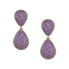 Die Steckerohrringe Scarlett aus Bronze, besetzt mit Zirkonia in irisirendem Violett sind ein Eyecatcher. Durch das intensive Violett, das bei Lichteinfall funkelt, werten sie cleane Outfits auf. Dieses ausgefallene Schmuckstück setzt Farbakzente.